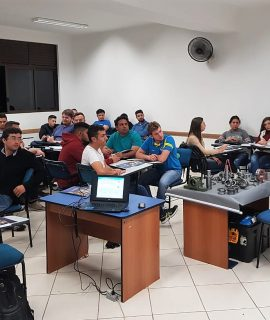 Acadêmicos do curso de Engenharia Mecânica participaram de palestra com engenheiros da empresa ROLSUL.