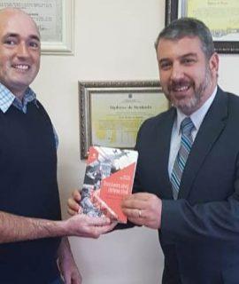 Egresso da Unifacear lança livro sobre bombeiros civis, direcionado a gestores em geral