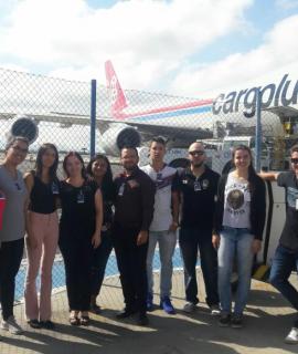 Alunos dos cursos de Administração e Logística visitam terminal de cargas do aeroporto Afonso Pena