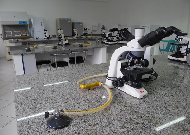 laboratorio-biologia-unifacear